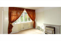 Maisonette to rent in West Barnes Lane...