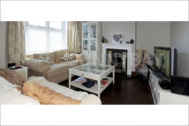1 bed Ground Flat to rent in Pentney Road, London...