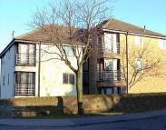 Flat to rent in Cottingley Manor Park...