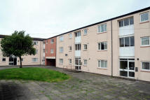 2 bed Ground Flat to rent in Headlands Close...