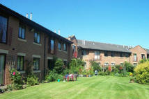 2 bed Ground Flat in Hallfield Court...