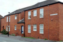 Ground Flat to rent in Bromley Street...