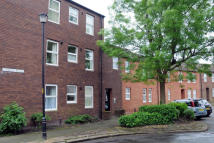 Flat to rent in Findlay Place...