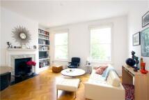 2 bed Flat to rent in Queens Gardens, London...
