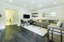 Studio flat to rent in Peony Court Apartments...