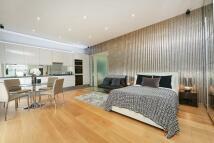Studio flat to rent in Harrington Gardens...
