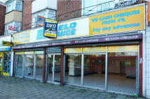 Shop to rent in 9/ 10 Savoy Parade...