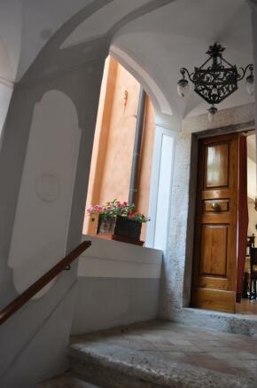 Apartment 2 entrance