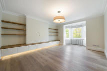 Flat to rent in Ladbroke Grove, London...