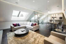 3 bedroom Apartment in Long Acre, Covent Garden