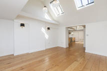 Town House to rent in Tavistock Street...