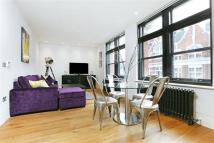 3 bedroom Apartment in Paramount House...