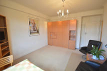 Studio apartment in Grove Hall Court...