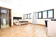 3 bedroom Apartment in Aldgate, London