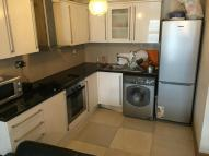 Flat to rent in Aldgate East, London