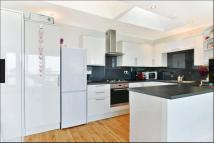 Apartment to rent in Westbourne Park, London