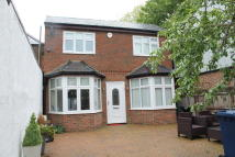 2 bed Detached property in Hutton Grove, London, N12