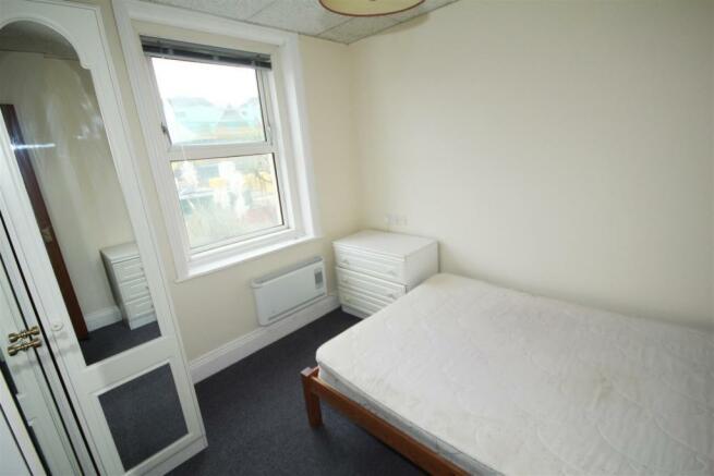 bedroom 2nd.jpg