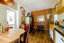 Flat to rent in Grenfell Road, Furzedown...