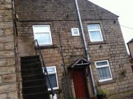 Flat to rent in Glossop, Derbyshire...
