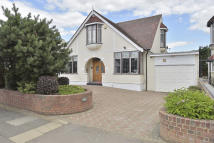 5 bed Detached property in Westrow Gardens, Ilford...