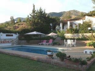 Villa & pool (2)