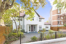 6 bed Detached house in OAKHILL ROAD, London...
