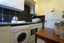 Flat to rent in Eltham High Street...