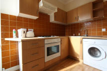2 bed Flat in LAKESIDE ROAD, London...