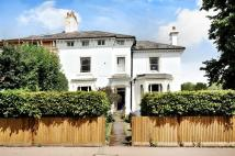 Apartment to rent in Wray Park Road, Reigate
