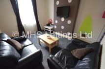 End of Terrace property in 4 Broomfield View, Leeds...