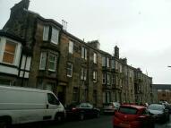 Flat to rent in Williamson Avenue...