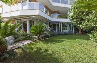 Garden and apartment