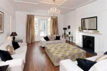 Flat in Belsize Square,