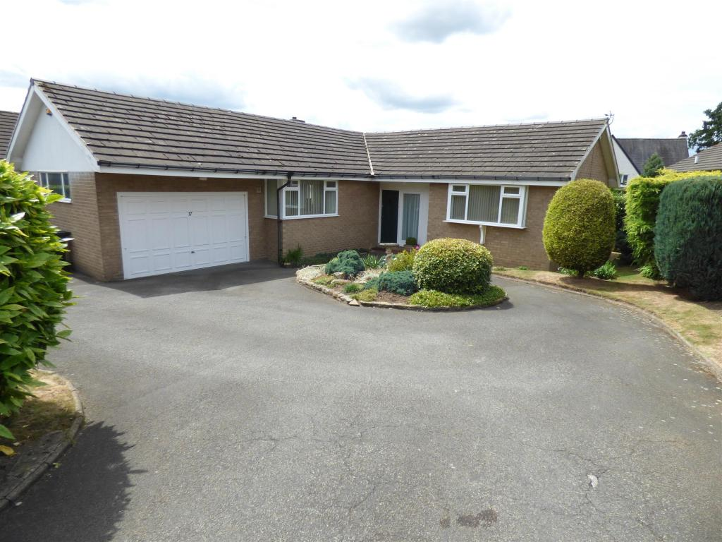 3 bedroom detached bungalow for sale - Park Drive West, Mirfield, WF14 9NQ