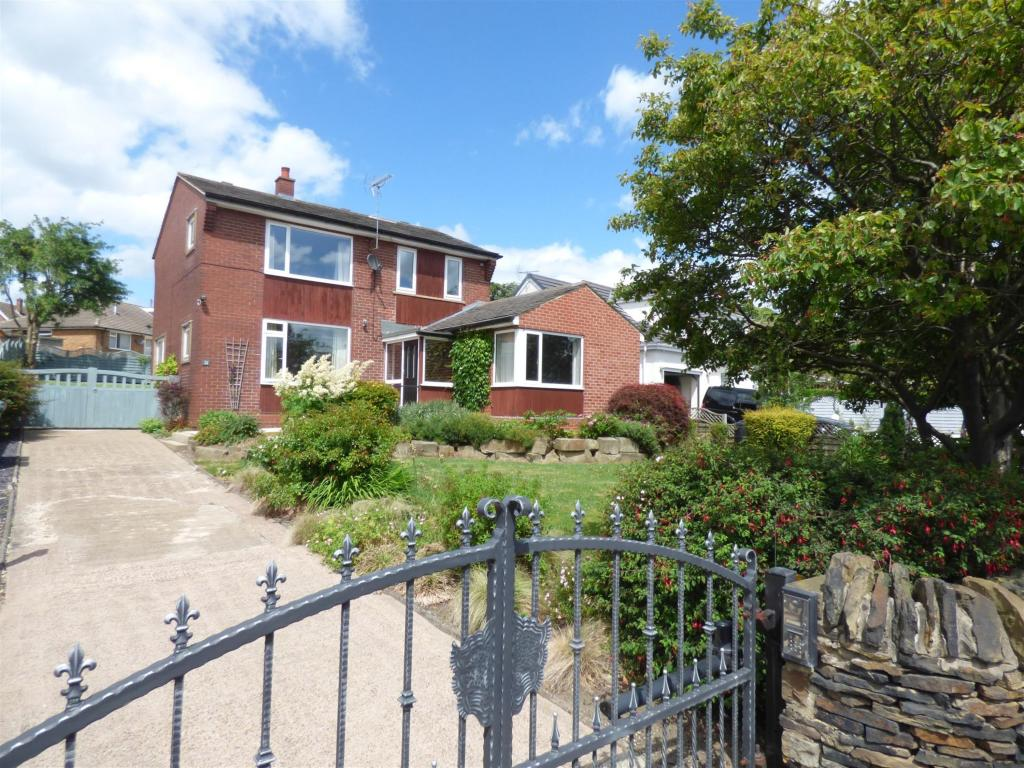 4 bedroom detached house for sale - Crowlees Road, Mirfield, WF14 9PJ