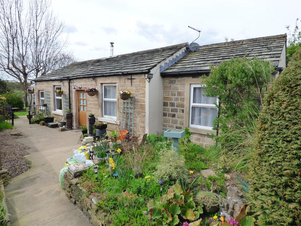 2 bedroom bungalow for sale - Stocks Bank Road, Mirfield, WF14 9QB
