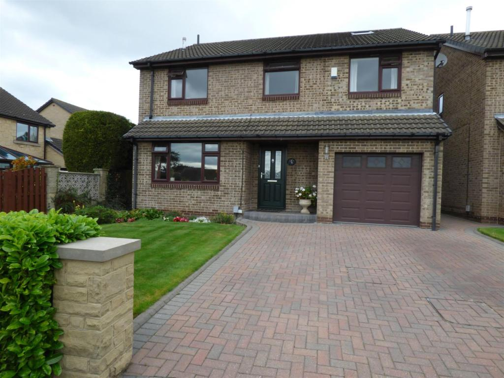 5 bedroom detached house for sale - Woodward Court, Mirfield, WF14 0PY