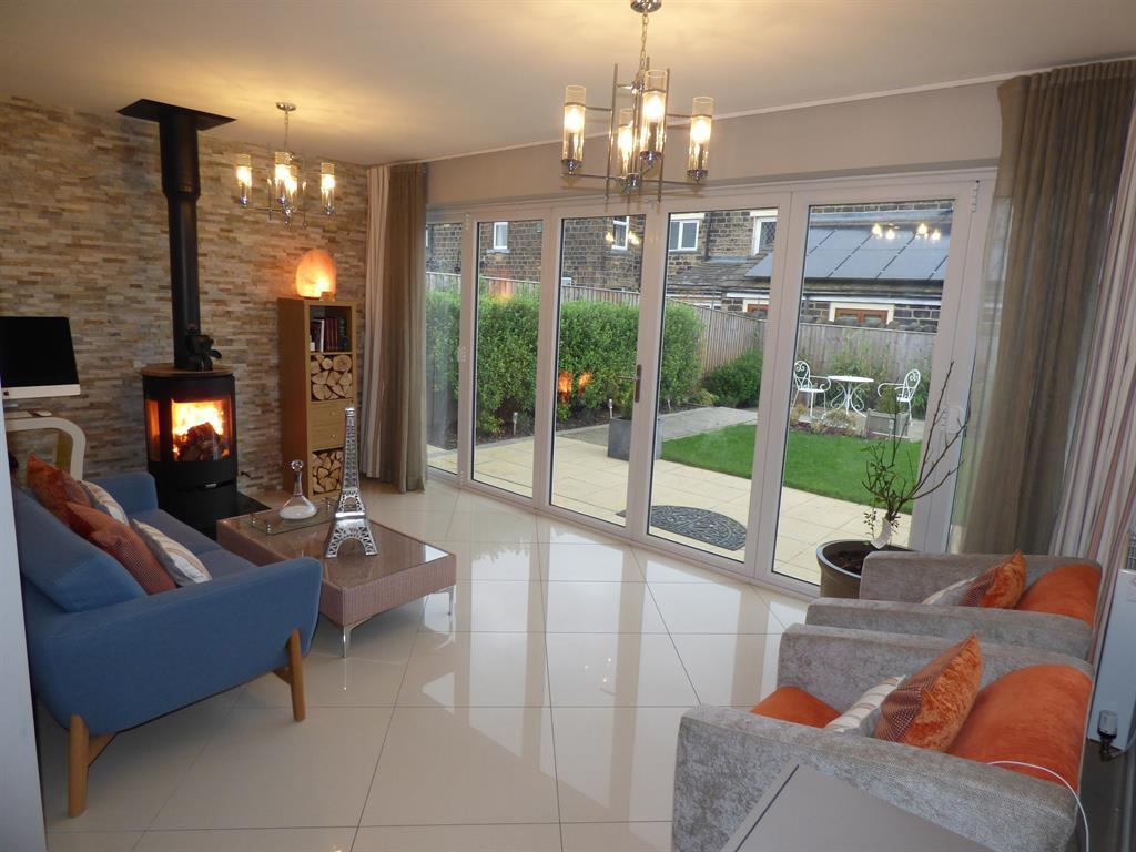 4 bedroom detached house for sale - Moorcroft Close, Mirfield, WF14 9FA