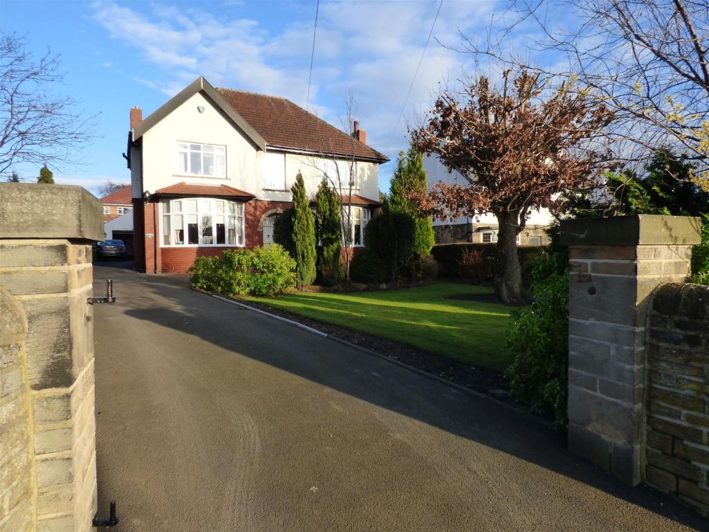 4 bedroom detached house for sale - Parker Lane, Mirfield, WF14 9NY