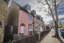 2 bedroom home in Gooseley Lane, East Ham...