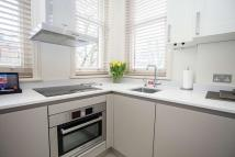 Studio apartment in Sloane Gardens, London