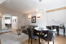Apartment to rent in Mount Street, Mayfair...