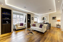2 bed Flat in Mount Street, London, W1K