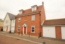 5 bed semi detached house in Mascot Square...