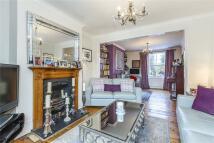 4 bedroom semi detached house in Greenwich Park Street...