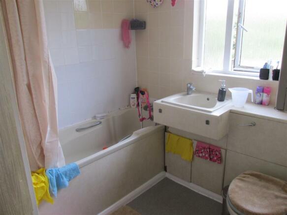 102 Maltby Drive Bathroom.JPG