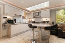 4 bedroom Terraced property to rent in Hannell Road, London, SW6
