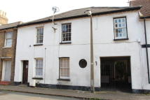 Terraced property to rent in Lord Street, Hoddesdon...