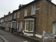 Mallet Road Flat to rent